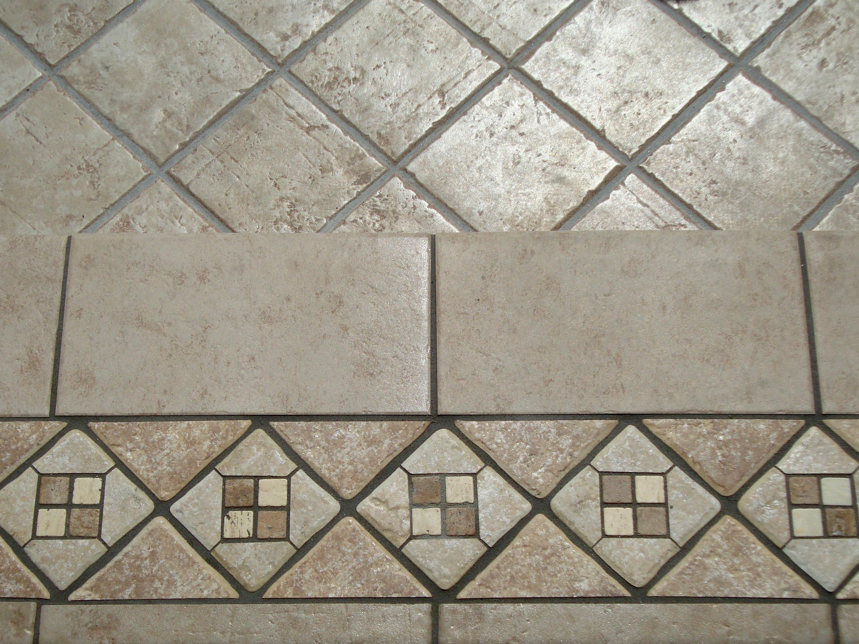 Soggiorno tra classico e moderno for Decorazioni per piastrelle