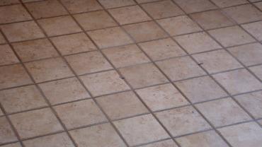 Dettaglio pavimentazione terrazza con gres porcellanato 15×15