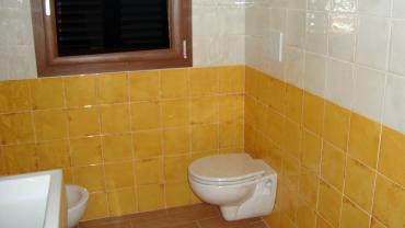 Rivestimento bagno con piastrelle in ceramica 20×20