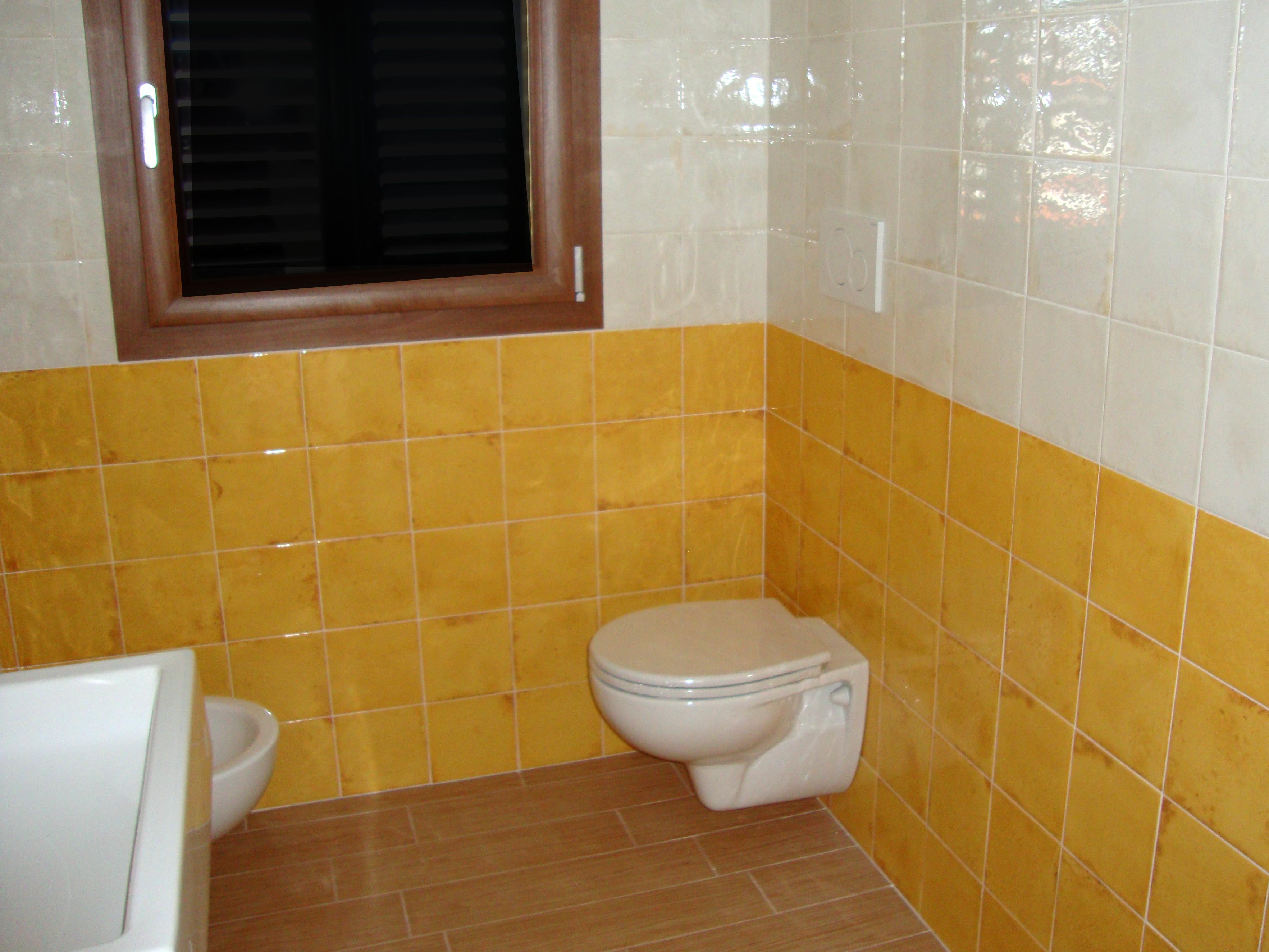 Simple bagno con piastrelle in ceramica with posa - Costo posa piastrelle bagno ...