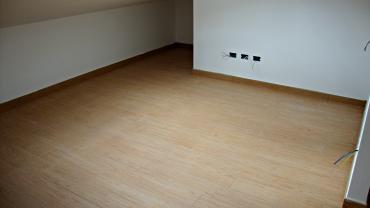 Rivestimento pavimento con gres porcellanato finto legno